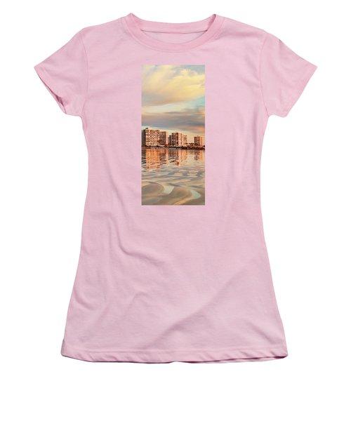 Afloat Panel 5 16x Women's T-Shirt (Athletic Fit)