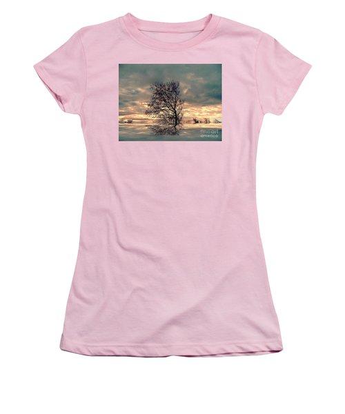Women's T-Shirt (Junior Cut) featuring the photograph Dusk by Elfriede Fulda