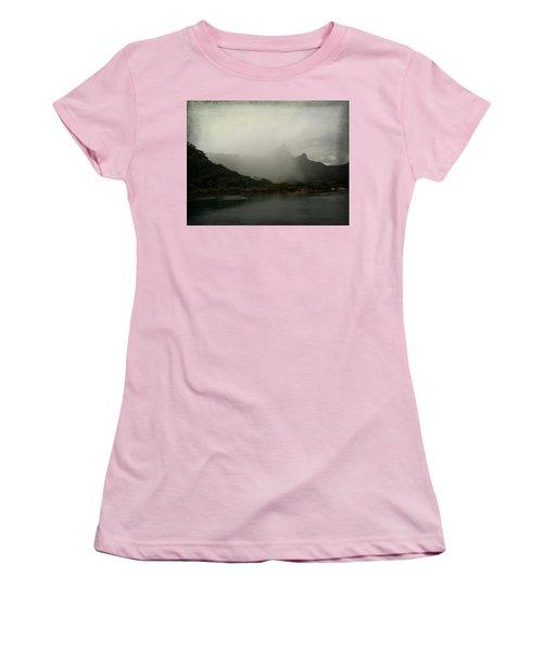 Entering Moorea Women's T-Shirt (Athletic Fit)