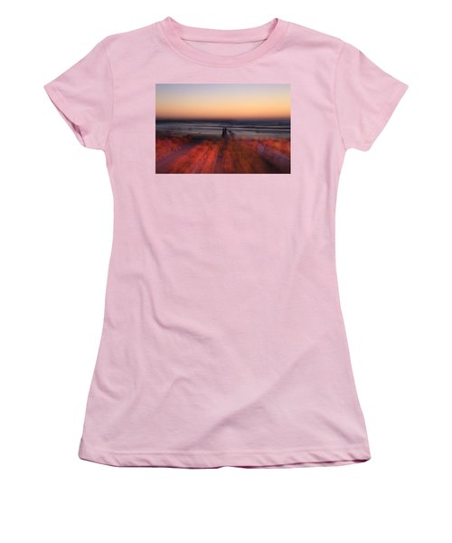 Ghost On A Beach. Women's T-Shirt (Athletic Fit)