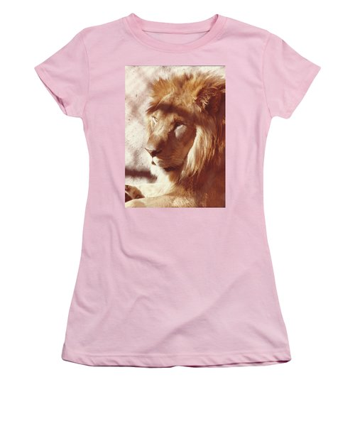 Majestic Lion Women's T-Shirt (Athletic Fit)