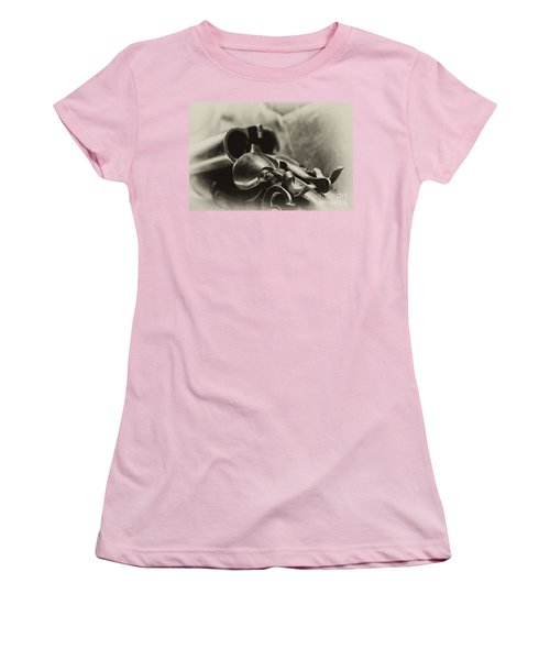 Old Shotgun Women's T-Shirt (Athletic Fit)