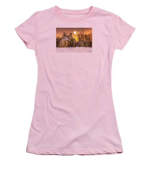 Women's T-Shirt (Junior Cut) featuring the photograph Squires Castle In The Winter by Brent Durken