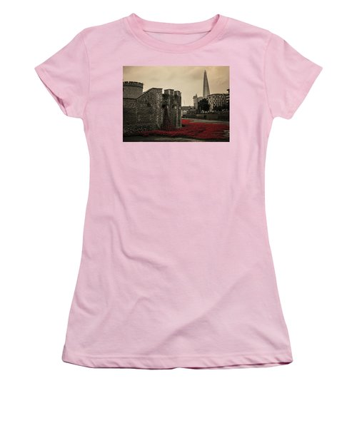 Tower Of London Women's T-Shirt (Athletic Fit)