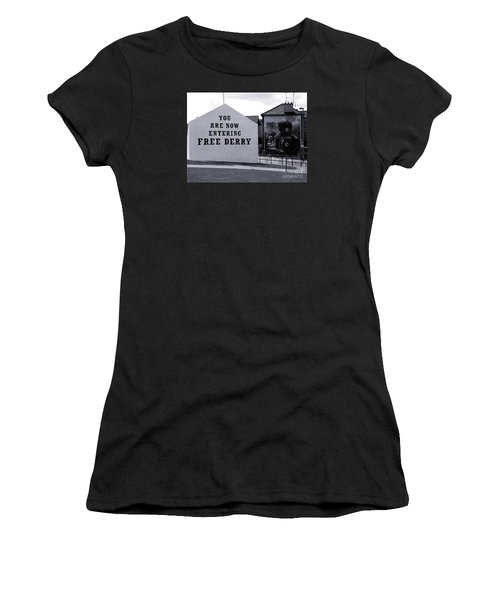 Free Derry Corner 7 Women's T-Shirt (Athletic Fit)