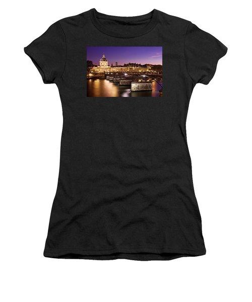 Pont Des Arts And Institut De France / Paris Women's T-Shirt (Athletic Fit)