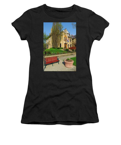 D47l-14 Victorian Village Photo Women's T-Shirt