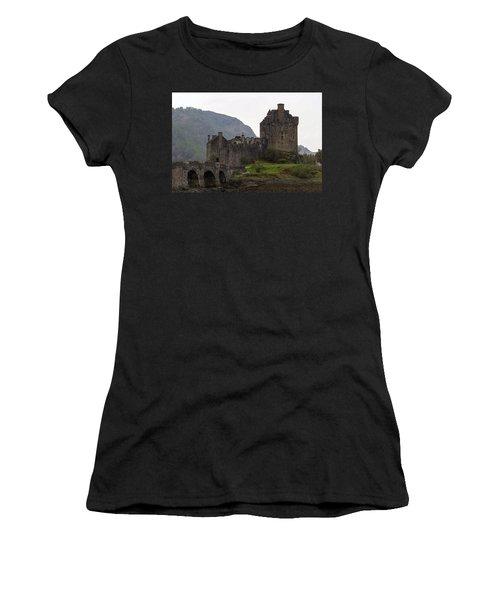 Cartoon - Structure Of The Eilean Donan Castle With A Stone Bridge Women's T-Shirt (Junior Cut)