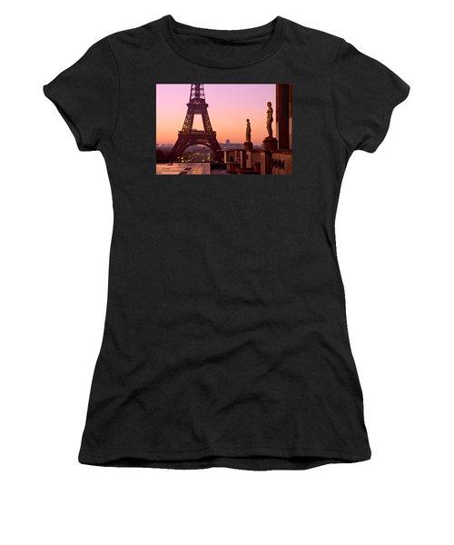 Eiffel Tower At Dawn / Paris Women's T-Shirt (Athletic Fit)
