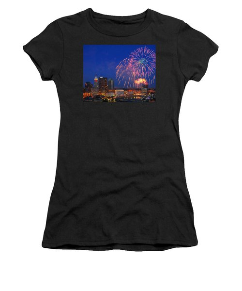 D21l-10 Red White And Boom Fireworks Display In Columbus Ohio Women's T-Shirt