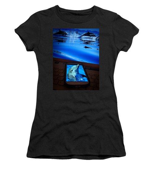 3d Phone... Women's T-Shirt (Athletic Fit)