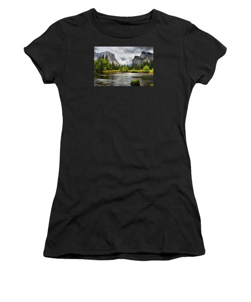 A Storm Draws Near  Women's T-Shirt