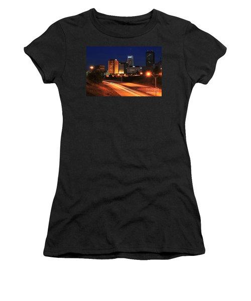 D1u-140 Akron Ohio Night Skyline Photo Women's T-Shirt