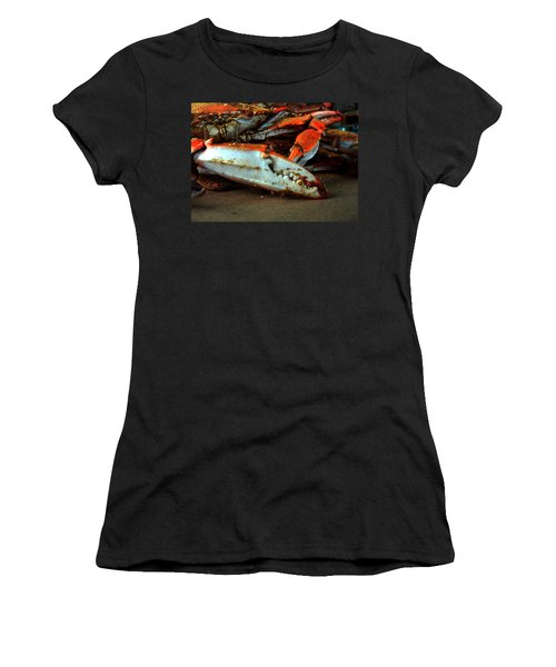 Big Crab Claw Women's T-Shirt (Athletic Fit)