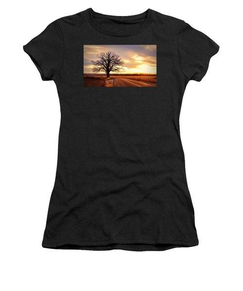 Burr Oak Silhouette Women's T-Shirt (Athletic Fit)