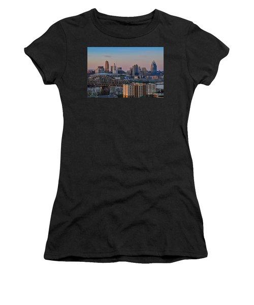 D9u-876 Cincinnati Ohio Skyline Photo Women's T-Shirt