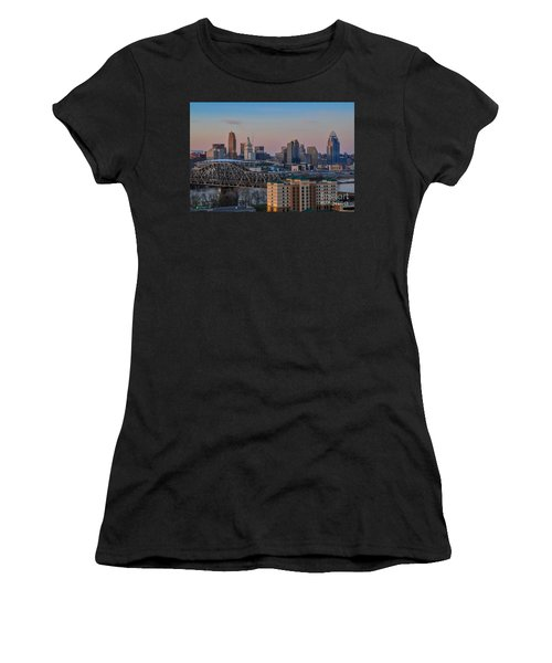 D9u-876 Cincinnati Ohio Skyline Photo Women's T-Shirt