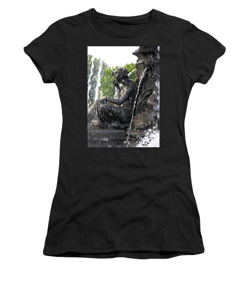 Colline Parlamentaire Building Women's T-Shirt (Junior Cut) by Valentino Visentini