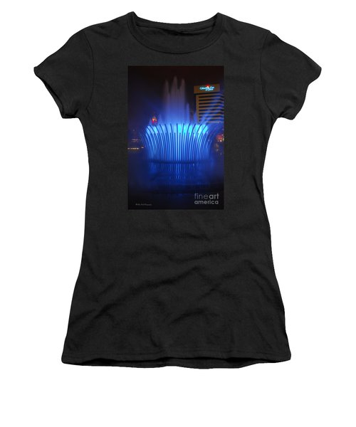 D101l-122 Scioto Mile Fountain Photo Women's T-Shirt