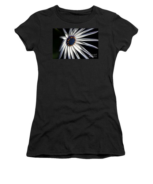 Daisy Heart Women's T-Shirt (Athletic Fit)