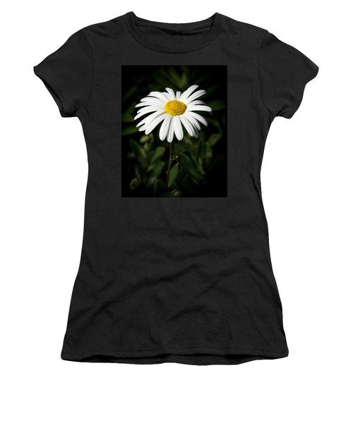 Daisy In The Garden Women's T-Shirt