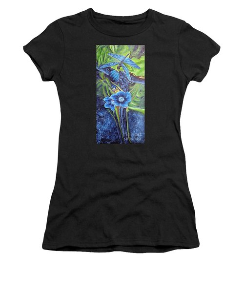 Dragonfly Hunt For Food In The Flowerhead Women's T-Shirt