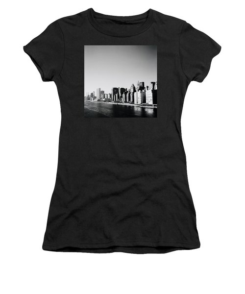 East River New York Women's T-Shirt (Athletic Fit)