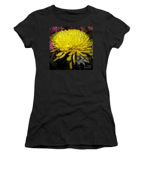 Yellow Queen. Beautiful Flowers Collection For Home Women's T-Shirt