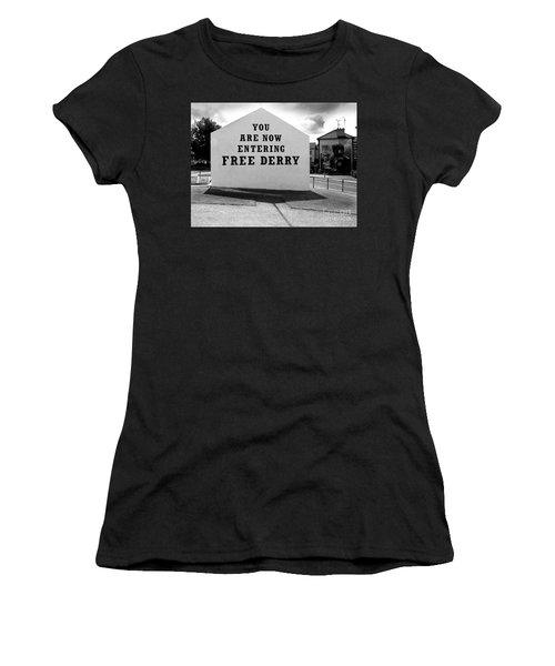 Free Derry Corner 9 Women's T-Shirt (Athletic Fit)