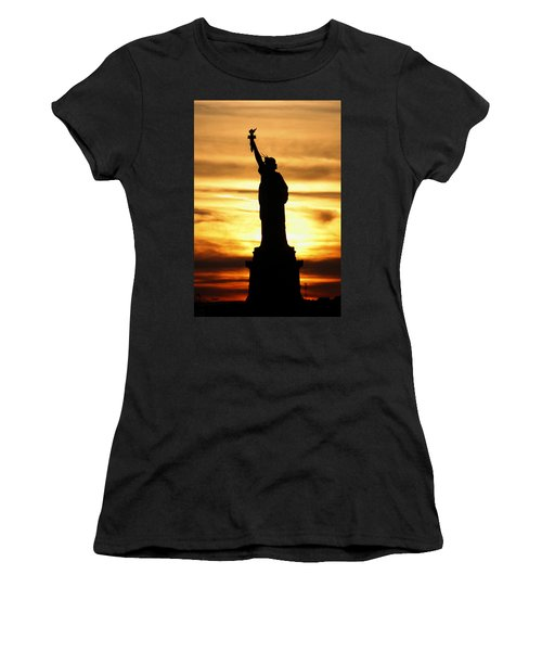 Statue Of Liberty Silhouette Women's T-Shirt