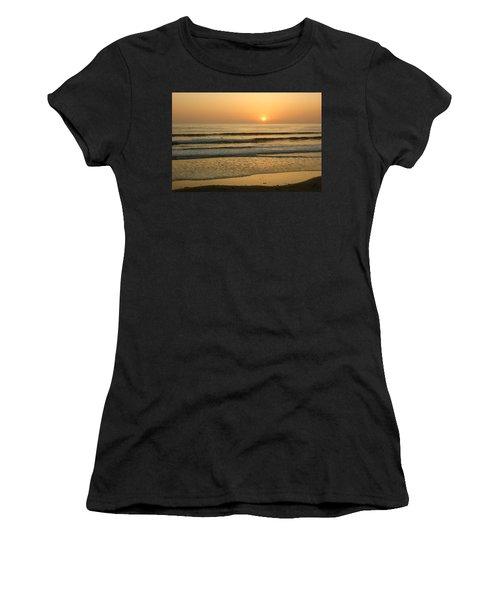 Golden California Sunset - Ocean Waves Sun And Surfers Women's T-Shirt