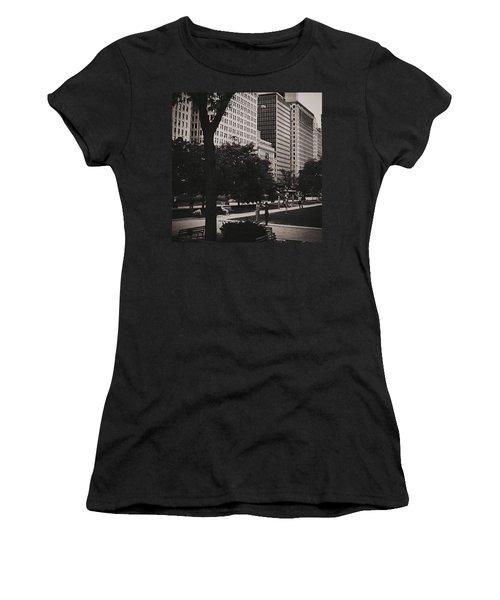Grant Park Chicago - Monochrome Women's T-Shirt (Athletic Fit)