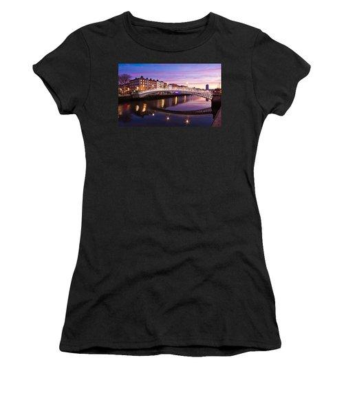 Hapenny Bridge At Dawn - Dublin Women's T-Shirt (Athletic Fit)