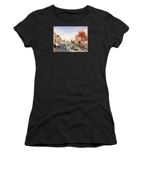 High Street Women's T-Shirt (Athletic Fit)