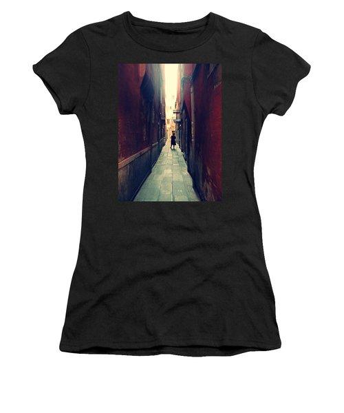 La Cameriera  Women's T-Shirt