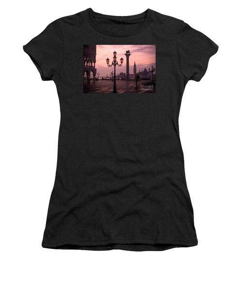 Lamppost Of Venice Women's T-Shirt