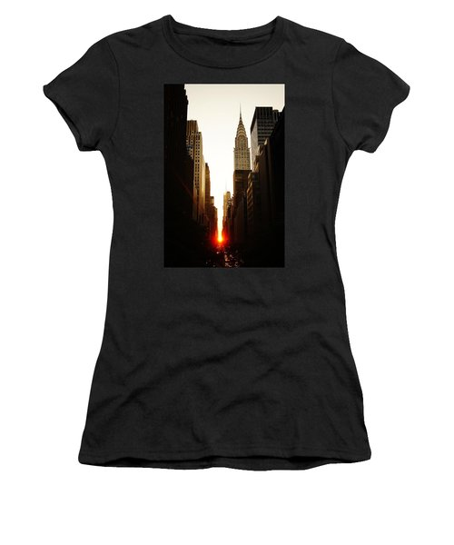Manhattanhenge Sunset And The Chrysler Building  Women's T-Shirt (Athletic Fit)
