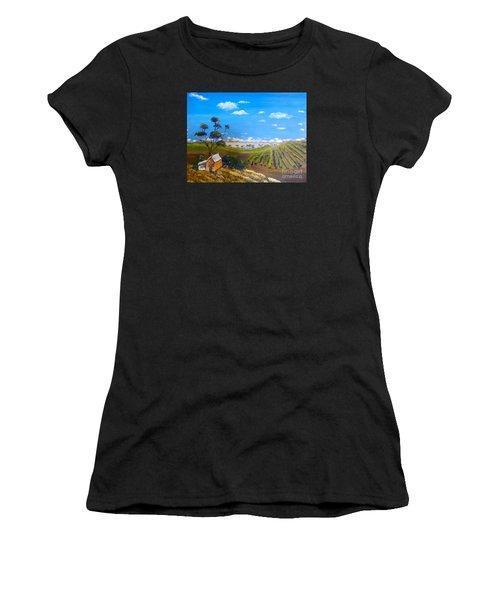 Mclarren Vale Vine Yards Women's T-Shirt (Athletic Fit)