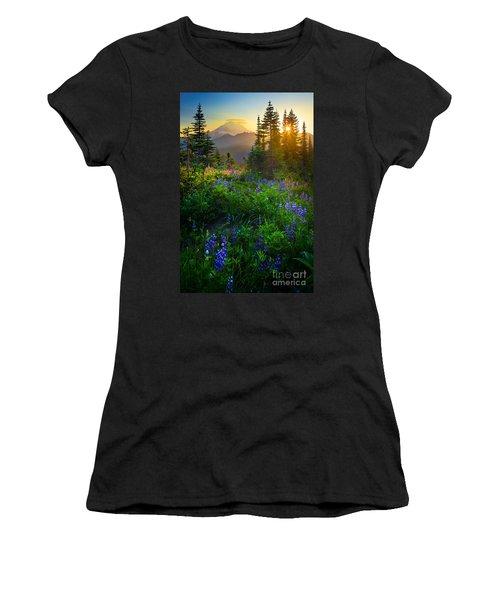 Mount Rainier Sunburst Women's T-Shirt (Athletic Fit)