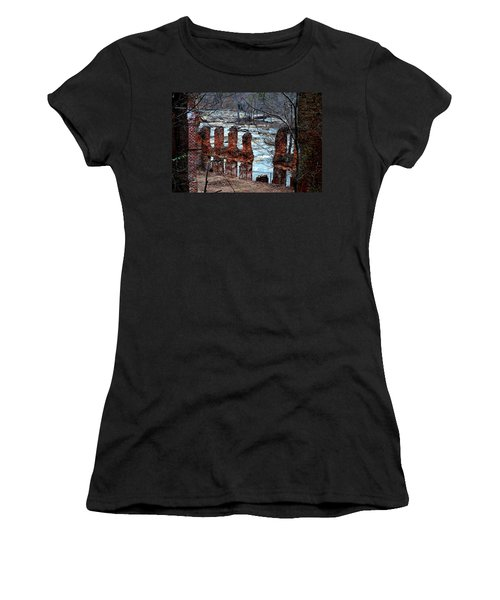 New Manchester Manufacturing Company Ruins Women's T-Shirt (Athletic Fit)