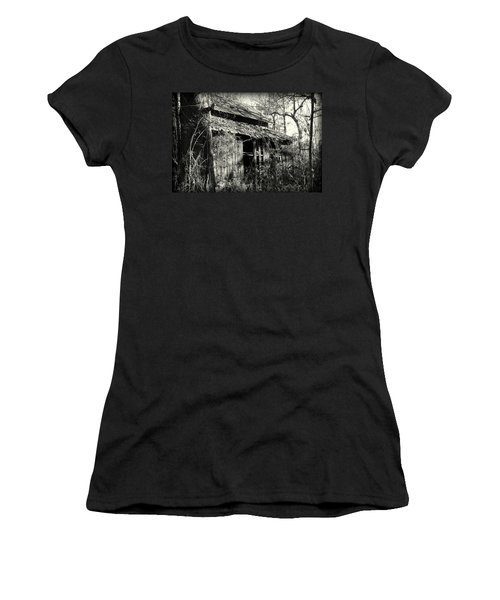 Old Barn In Black And White Women's T-Shirt