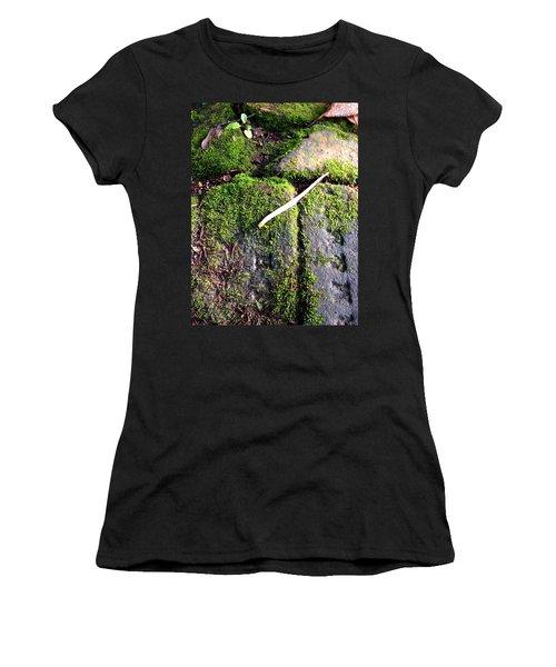 One Pistil Women's T-Shirt