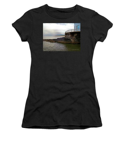 Portrush Northern Ireland Women's T-Shirt (Athletic Fit)
