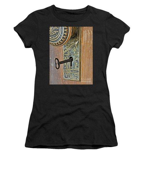 Retro Intricate Door Knob And Metal Key Art Prints Women's T-Shirt