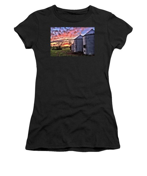 Silo Sunset Women's T-Shirt (Athletic Fit)