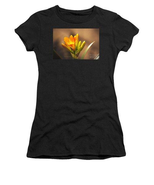 Single Kaffir Lily Bloom Women's T-Shirt