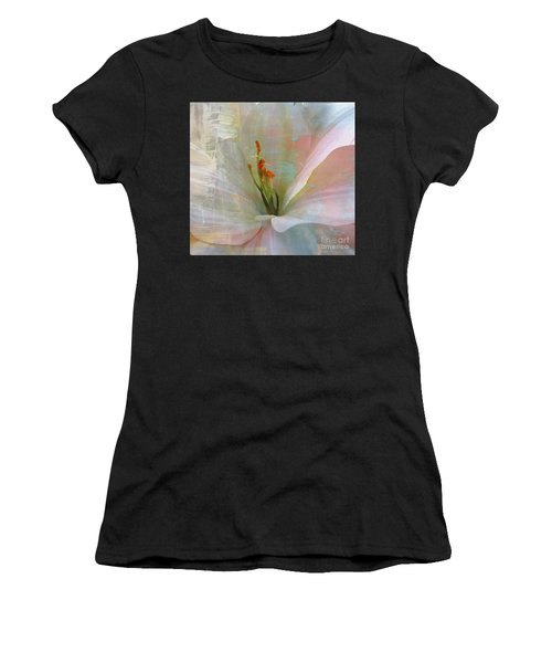Soft Painted Lily Women's T-Shirt (Athletic Fit)