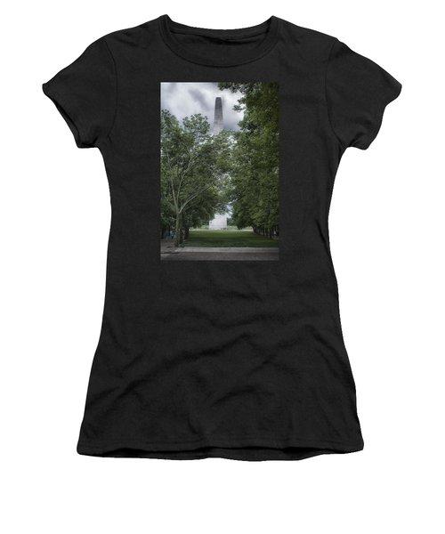 St Louis Arch Women's T-Shirt (Athletic Fit)