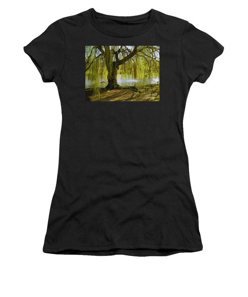 Sunday In The Park Women's T-Shirt (Athletic Fit)