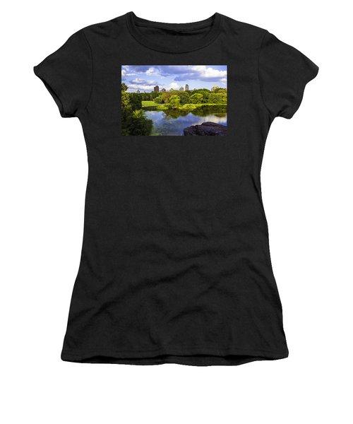Vista Rock View 2  - Central Park - Manhattan Women's T-Shirt (Athletic Fit)